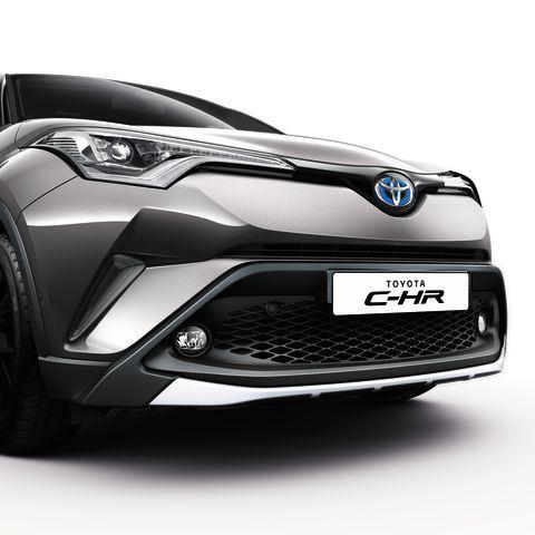 Декоративна накладка переднього бампера Toyota C-HR